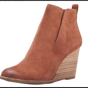 LUCKY BRAND! Suede Wedge in great condition!!